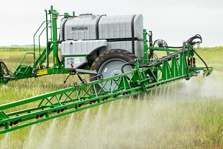 field-spraying-lt-supersprayer.jpg
